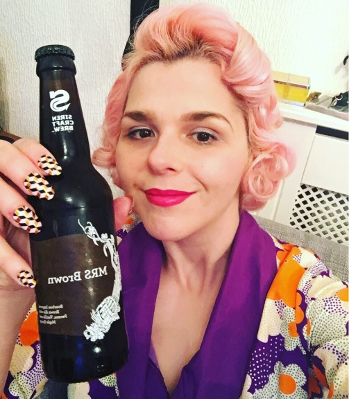 bottle mrs brown ale review craft beer pinup siren magic rock
